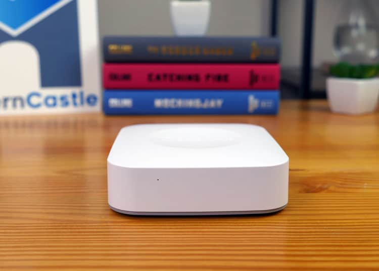 Samsung SmartThings smart home hub laying flat