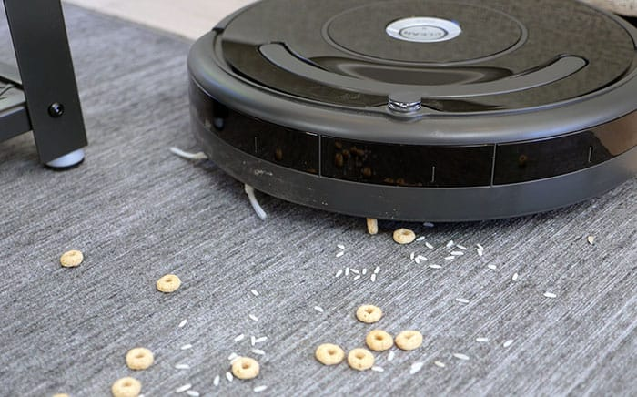 Roomba 675 cleaning
