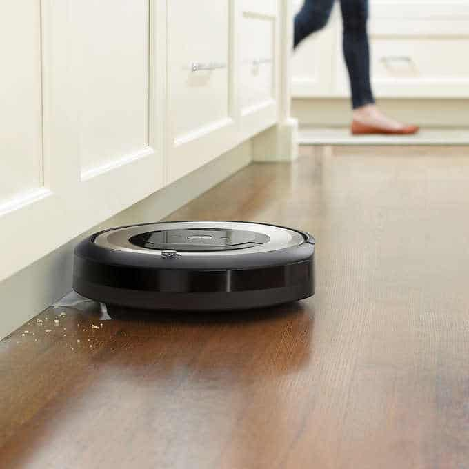 Cleaning along edges and corners - Roomba e6